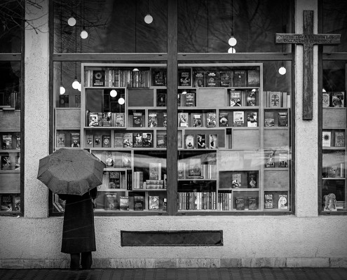 The book shop, the cross and the umbrella
